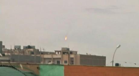 Un avion de chasse abattu au-dessus de la ville de Benghazi. REUTERS TV