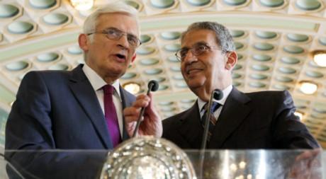 Le président du Parlement européen Jerzy Buzekat et le secrétaire général de la Ligue arabe Amr Moussa. REUTERS/Abd El-Ghany