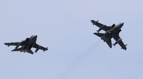 Des chasseurs bombardiers de la Royal Air Force font des raids aériens au-dessus de la Libye. Reuters/Russell Cheyne