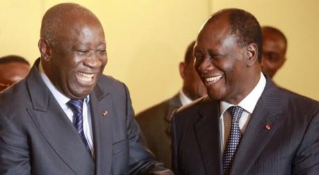 Alassane Ouattara et Laurent Gbagbo à Abidjan, le 27 novembre 2010. REUTERS/Thierry Gouegnon