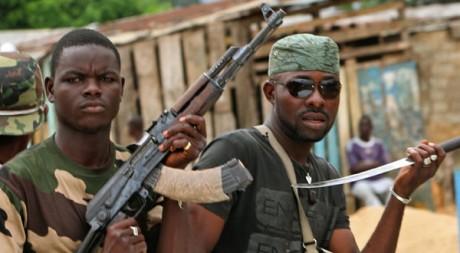 Des membres du «commando invisible» pro-Ouattara dans le quartier d'Abobo à Abidjan. Reuters/Luc Gnago