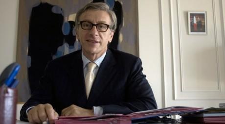Jean-Christophe Rufin dans son bureau d'ambassadeur de France au Sénégal en 2008. Reuters/Normand Blouin