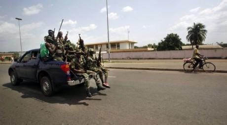 Des forces loyales à Ouattara dans la ville de Yamoussoukro, le 31 mars 2011. REUTERS/STR New