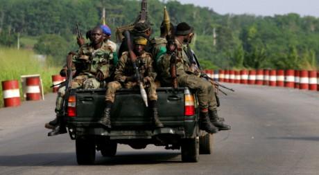 Les forces de Ouattara à Abidjan, le 1er avril 2011. REUTERS/STR New