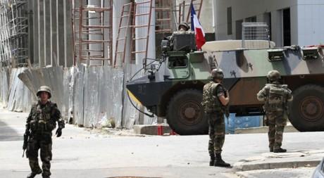 Des soldats français de la Licorne dans le quartier du Plateau, à Abidjan, le 7 avril. Reuters/Luc Gnago