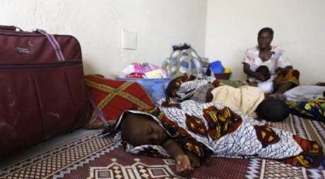 Des réfugiés dans une église d'Abidjan, le 1er mars 2011. REUTERS/Thierry Gouegnon