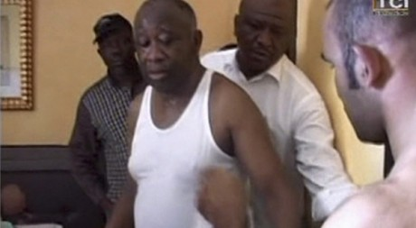Image de la TCI retransmettant l'arrestation de Laurent Gbagbo le 11 avril 2011. Reuters TV