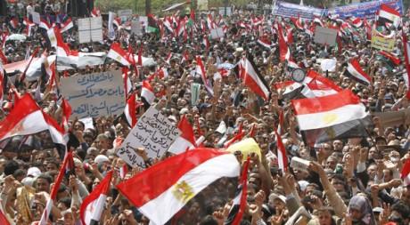Des manifestants égyptiens place Tahrir, le 8 avril 2011. REUTERS/Mohamed Abd El Ghany