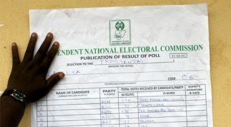 Résultats du scrutin présidentiel à Bayelsa, le 17 avril 2001. REUTERS/STR New
