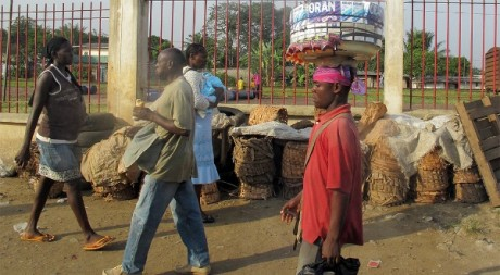 Cameroon street life, by D_Snapper via Flickr CC