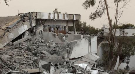 Une résidence du colonel Kadhafi frappée par l'OTAN, Tripoli, 25 avril 2011. REUTERS/Louafi Larbi