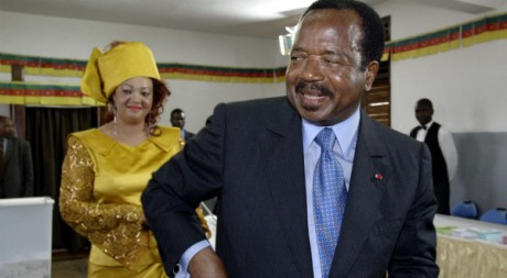 Paul et Chantal Biya, à Yaoundé en 2004. REUTERS/STR New