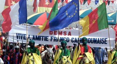 Une parade à Garoua, au Cameroun, le 20 janvier 2011, en présence de Jacques Chirac et Paul Biya. REUTERS/Philippe Wojazer