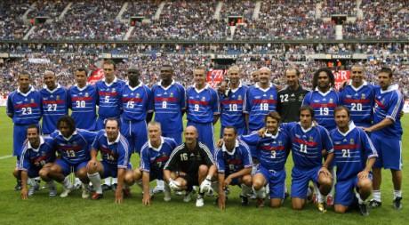 Dix ans après la victoire, les Bleus de 98 se retrouvent pour un match anniversaire à Saint-Denis. REUTERS/Benoit Tessier