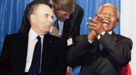 François Mitterrand et Nelson Mandela, 5 juillet 1994, Johannesburg. REUTERS/Philippe Wojazer