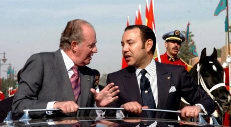 Juan Carlos 1er d'Espagne et Mohammed VI à Marrakech, le 17 janvier 2005. REUTERS/STR New