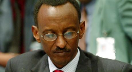 Paul Kagamé au sommet de l'Union africaine à Addis Abeba, Ethiopie, le 8 juillet 2004. REUTERS/Radu Sigheti