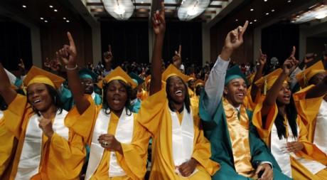 Des élèves du lycée Booker T. Washington à Memphis, Tennessee, le 16 mai 2011. REUTERS/Kevin Lamarque