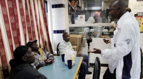 Dans un restaurant du Bronx, à New York, le 18 mai. REUTERS/Lucas Jackson