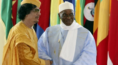 Mouammar Kadhafi et Abdoulaye Wade au sommet de l'Union africaine en 2009. REUTERS/Ismail Zetouny