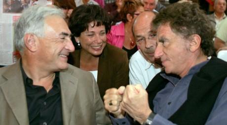Dominique Strauss-Kahn, sa femme Anne Sinclair et Jack Lang, à La Rochelle, le 28 août 2005. REUTERS/Regis Duvignau