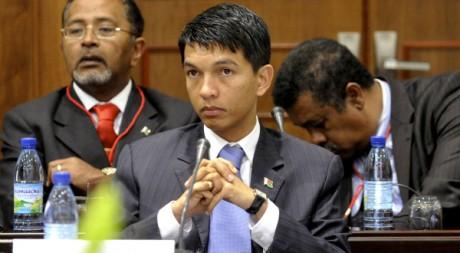 Andry Rajoelina lors de négociations d'un accord de sortie de crise, à Maputo, le 25 août 2009. REUTERS/ Grant Neuenburg