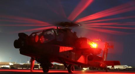 Un hélicoptère américain Apache AH-64D, 31 mai 2008, by Demon Brigade via Flickr CC