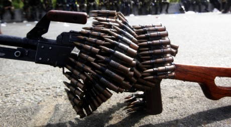 Des armes du camp pro-Ouattara, le 10 avril près d'Abidjan. REUTERS/Daniel Wallis