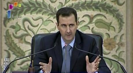 Le président Bachar el-Assad annonce des réformes à la télévision syrienne le 16 avril 2011.  REUTERS TV