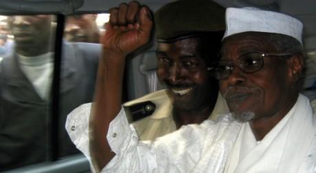 Hissène Habré à la sortie du tribunal à Dakar, en 2005. REUTERS/Aliou Mbaye