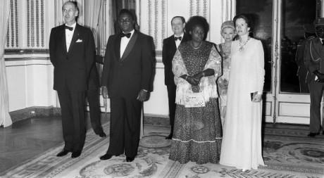 Le président Valery Giscard d'Estaing et sa femme; Juvenal et Agathe Habyarimana, à l'Elysée, Paris, en avril 1977. AFP PHOTO