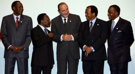 Jacques Chirac avec Blaise Compaoré, Omar Bongo, Paul Biya et Denis Sassou Nguesso, le 16 février 2007. REUTERS/Eric Gaillard
