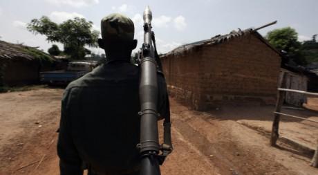 Un soldat des FRCI (pro-Ouattara) à Duékoué, le 19 mai 2011. REUTERS/Luc Gnago