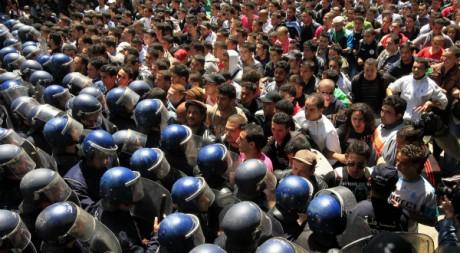 Une manifestation à Alger, le 2 mai 2011. REUTERS/Zohra Bensemra