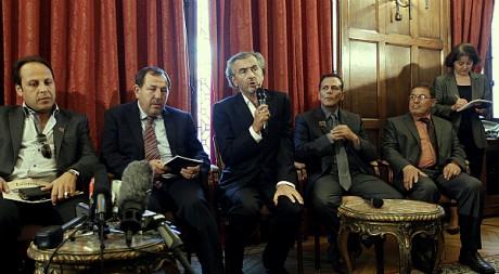 Ahmed Hashem, Suleiman Fortia, BHL, Brahim Betal Mal, Ramadan Zarmuh. Paris, le 20 juillet 2011. AFP PHOTO/François Guillot