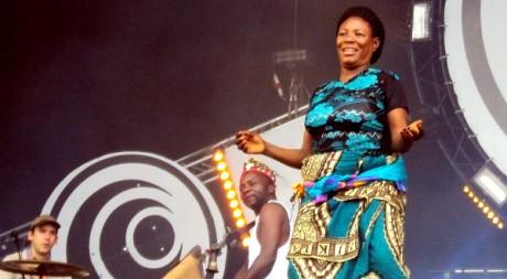 Congotronics vs Rockers, le dimanche 17 juillet 2011, au festival des Vieilles Charrues © Anaïs Toro-Engel, tous droits réservés