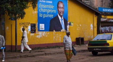Une affiche d'Alpha Condé dans une rue de Conakry, septembre 2010. © REUTERS/STR New