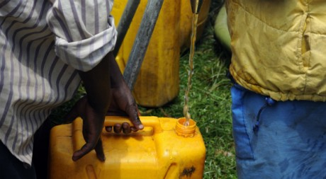 Distribution of clean water around Kibati (RDC), by Julien Harneis via Flickr CC