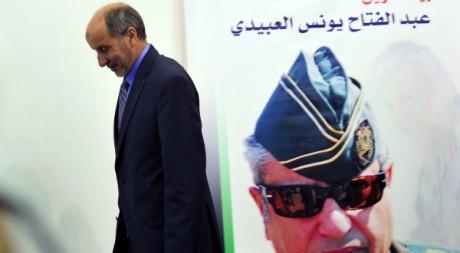 Mustapha Abdeljalil président du CNT devant l'image du défunt Abdel Fattah Younès le 9 août 2011         REUTERS/Esam Al-Fetori