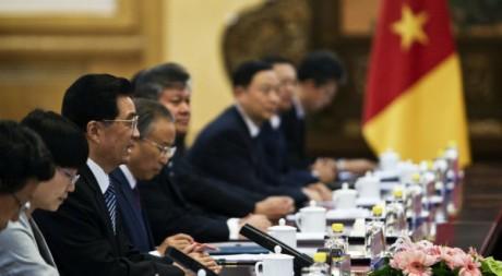 Le président chinois Hu Jintao reçoit le président camerounais Paul Biya à Beijing, le 20 juillet 2011. REUTERS/POOL New