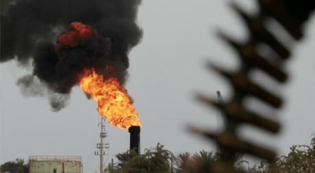 Un terminal pétrolier repris par les rebelles, à Zueitina, en Libye, le 27 mars 2011. REUTERS/Suhaib Salem