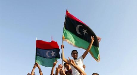 Des enfants célèbrent la chute de Tripoli, à Janzour, Libye, le 23 août 2011. REUTERS/Ismail Zetouni