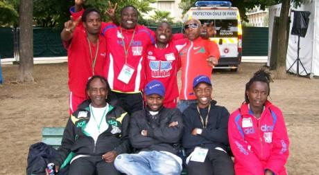 Au Champ de Mars, avec l'équipe du Kenya de la HWC, Paris 26 août 2011. © Nicolas Bamba, tous droits réservés.