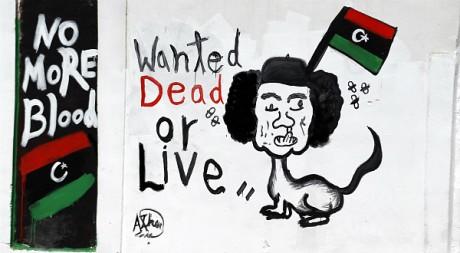 Une caricature de Mouammar Kadhafi sur un mur de Tripoli, le 30 août 2011. REUTERS/Zohra Bensemra