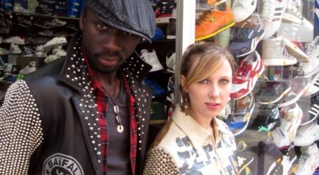 L'acteur malien Diouc et un modèle portent les créations de Mike Sylla. © Bouna Medoune Seye, tous droits réservés.