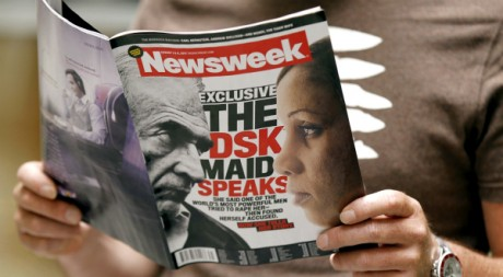 La une du magazine américain Newsweek, le 25 juillet 2011, à Paris. AFP PHOTO FRANCOIS GUILLOT