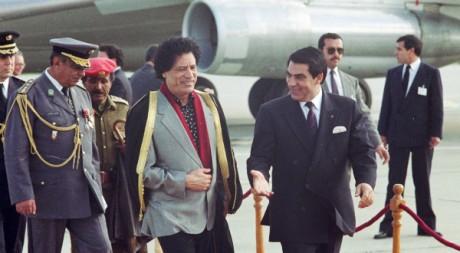 Mouammar Kadhafi et Ben Ali, deux anciens dirigeants de l'UMA, Tunis, janvier 1990. © REUTERS/STR New