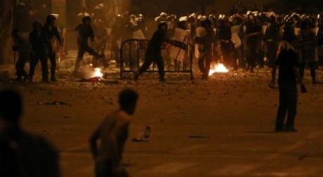 Police contre manifestants devant l'ambassade d'Israël au Caire (Egypte), le 10 septembre 2011. REUTERS/Amr Dalsh