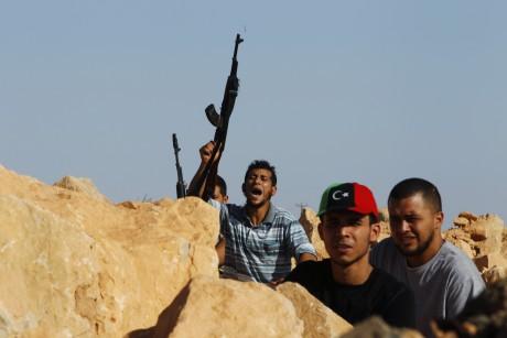 Combattants anti-Kadhafi à Bani Walid, le 23 septembre 2011. REUTERS/Youssef Boudlal