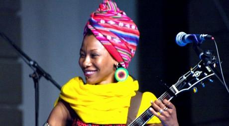 Fatoumata Diawara le 9 juillet 2011 by El coleccionista de instantes via Flickr